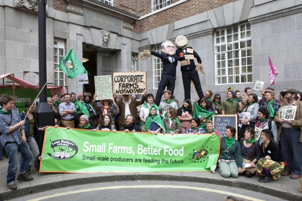Small farmers' demo outside DEFRA offices
